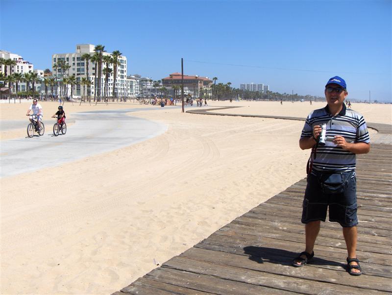 Usa Parchi dell'ovest, Los Angeles, La spiaggia di Santa Monica, Si può percorrere tutta in bicicletta o coi pattini fino a Venice Beach